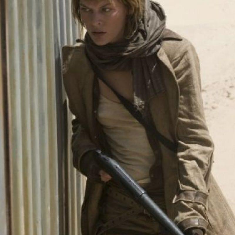"""En 2007, Milla interpretó a una """"Alice"""" con más control sobre sus habilidades y decidida a terminar con la invación de los muertos vivientes. Foto:IMDB"""