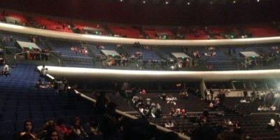 """El Sol"" abandonó el recinto luego de cantar por 20 minutos. Foto:Twitter/La_Taquilla"
