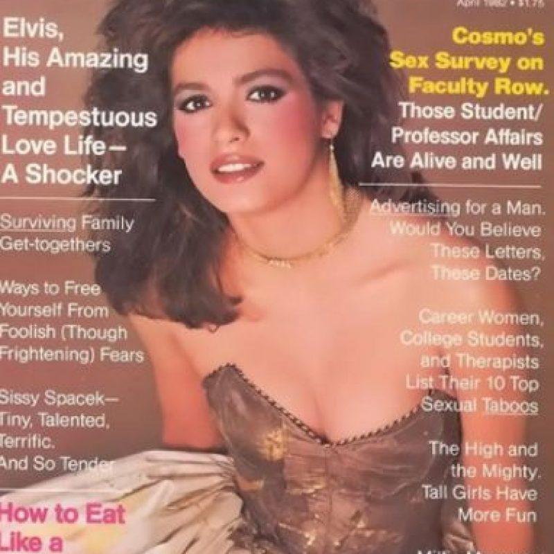 """Pero su abuso de drogas acabó con su carrera. Esta portada, por ejemplo, fue la que se hizo con """"Cosmopolitan"""". La última. Tuvieron que esconderle los brazos por las marcas de la aguja de la heroína. Foto:vía Cosmopolitan"""