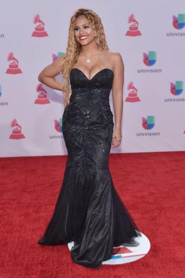 Con este vestido negro, Liza Hernande posó para los paparazzi Foto:Getty Images