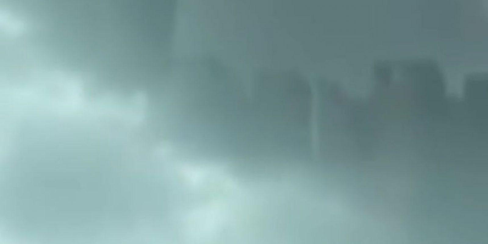"""Jill Coleman, científica atmosférica de la Universidad Estatal Ball en Muncie, Indiana, dijo a la revista """"National Geographic"""" que """"de ser real, se llamaría un espejismo superior, lo que significa que es un espejismo que se proyecta hacia arriba"""". Sin embargo, """"CNN"""" reseñó que meteorólogos de China aseguraron que el video era falso Foto:Youtube UFOSightings2010"""