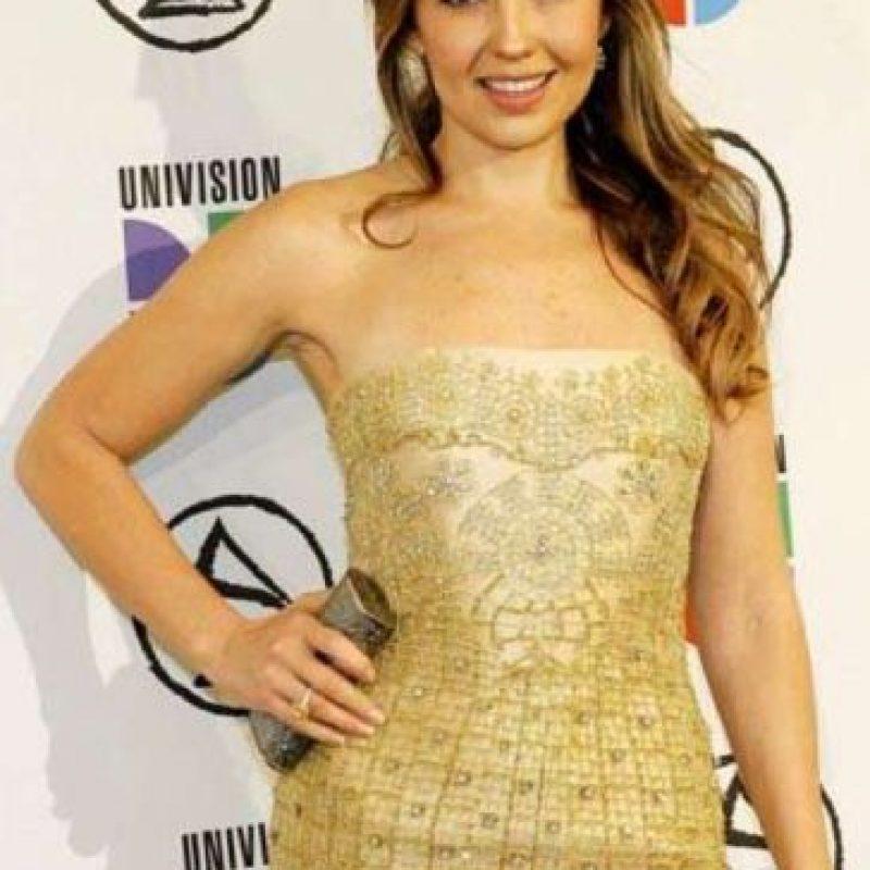 """Thalia vistiéndose como la """"Khaleesi"""" de """"Game of Thrones"""" pero años antes y en mood """"estoy invitada al matrimonio de mi hermana"""". Foto:vía Getty Images"""