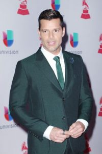 Ricky Martin, con un controversial vestido verde. Aunque no se veía como un leprechaun. Foto:vía Getty Images