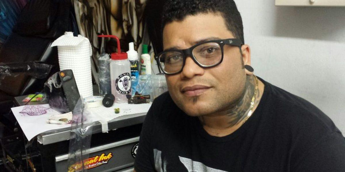 De mototaxista a talentoso tatuador hiperrealista