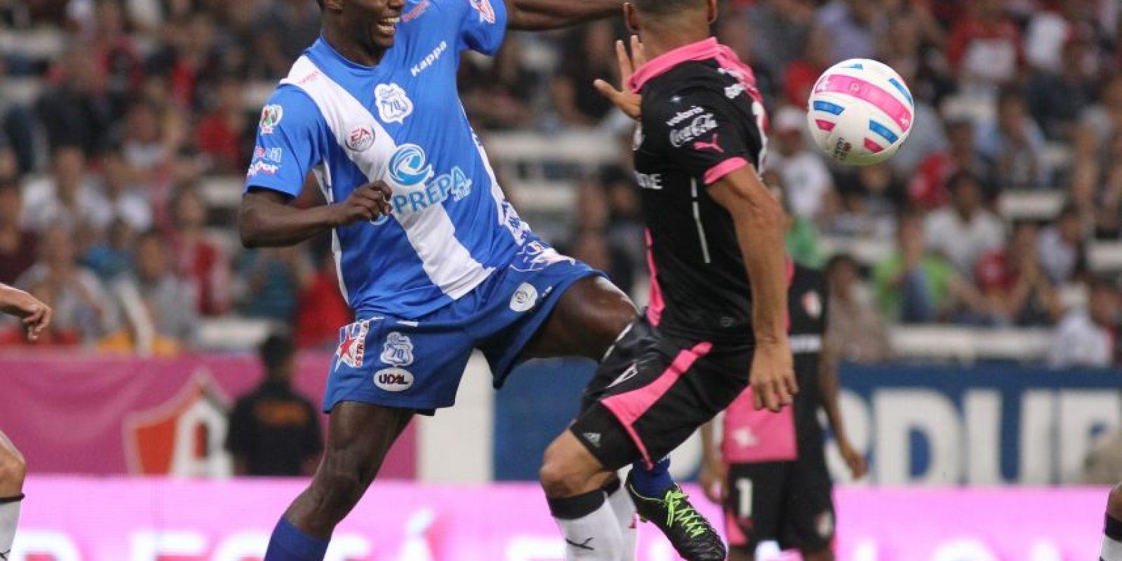 Efraín Cortés (derecha) jugó en el Puebla en 2014-15 Foto:EFE