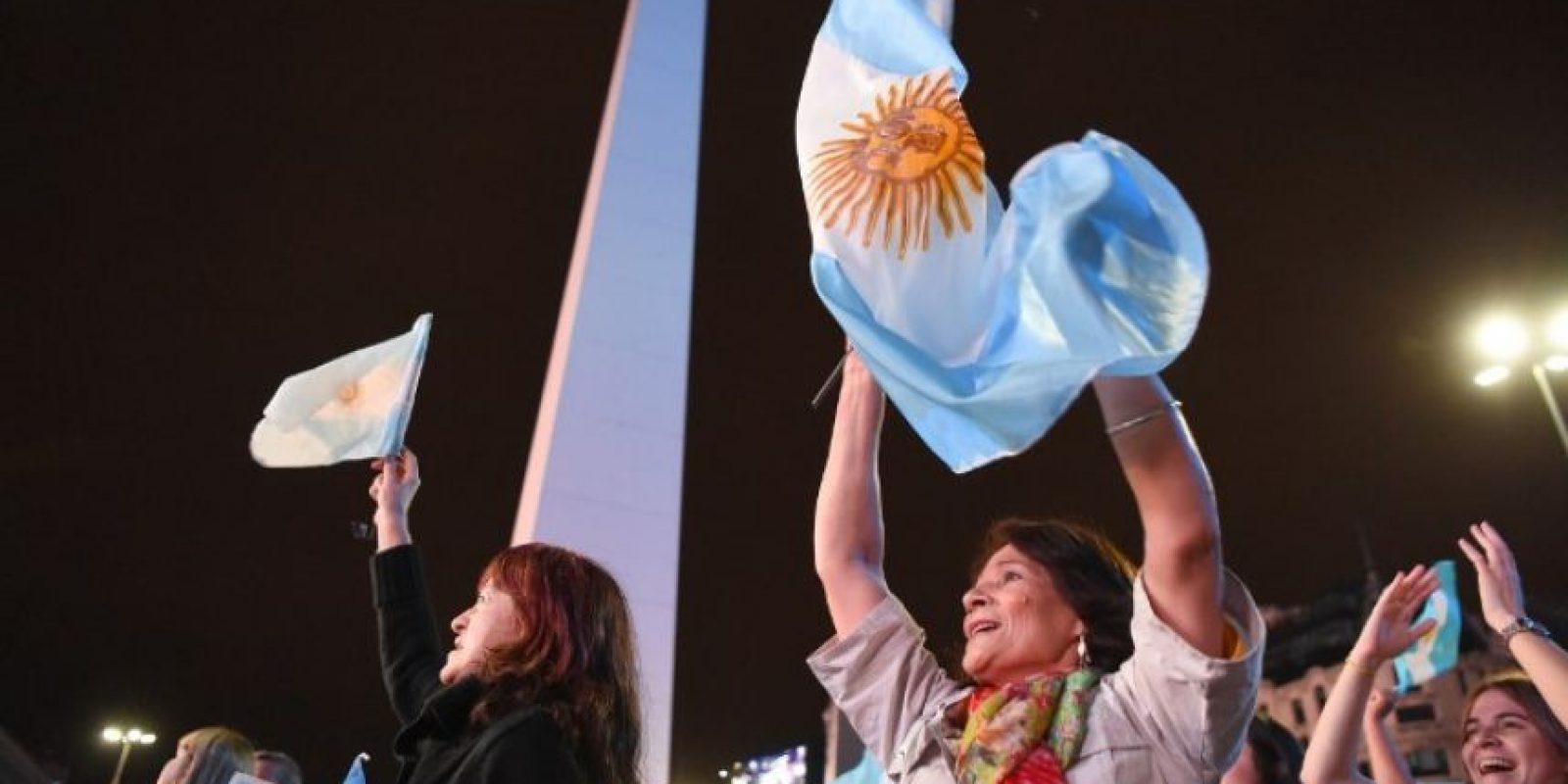 En el Obelisco, miles de Argentinos se reunieron a celebrar la victoria de Macri Foto:AFP