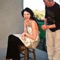 Posar con poca ropa ofendió a muchos de sus fans, pues Cyrus era un ejemplo a seguir para los niños Foto:Vanity Fair