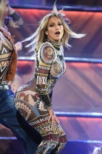 Jennifer López fue la anfitriona de los AMAs y la gala dio inico con un atrevido número musical. Foto:Getty Images
