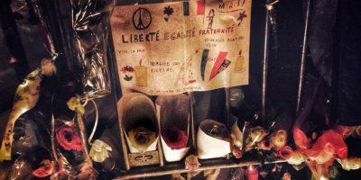 Velas, flores y cartas lamentan su pérdida Foto:Vía Instagram