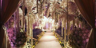 El altar estuvo adornado de con distintos tipos de flores. Foto:Vía Instagram @sofiavergara