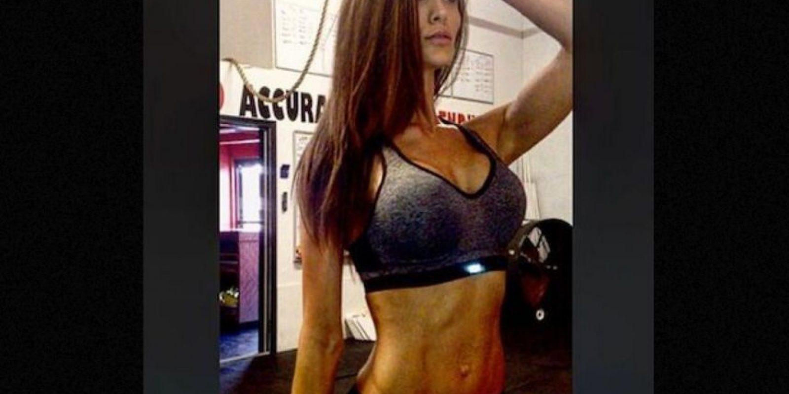 Además de dar clases en la North Sanpete Middle School se dedica al modelaje y comparte sus sesiones de ejercicio en el gimnasio. Foto:Instagram.com/minscakes