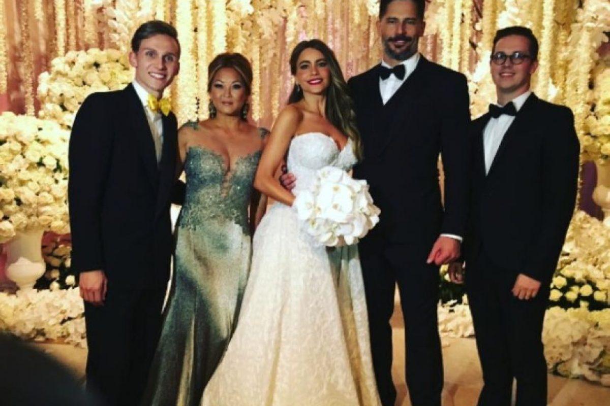 """Cerca de 400 invitados vieron a los enamorados darse el """"sí acepto"""". Foto:vía instagram.com/sofiavergara"""