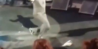 ABRIL: En su cumpleaños 45, el artista se dejó caer sobre el escenario de la Feria Nacional de San Marcos, en Aguascalientes, México. Foto:YouTube