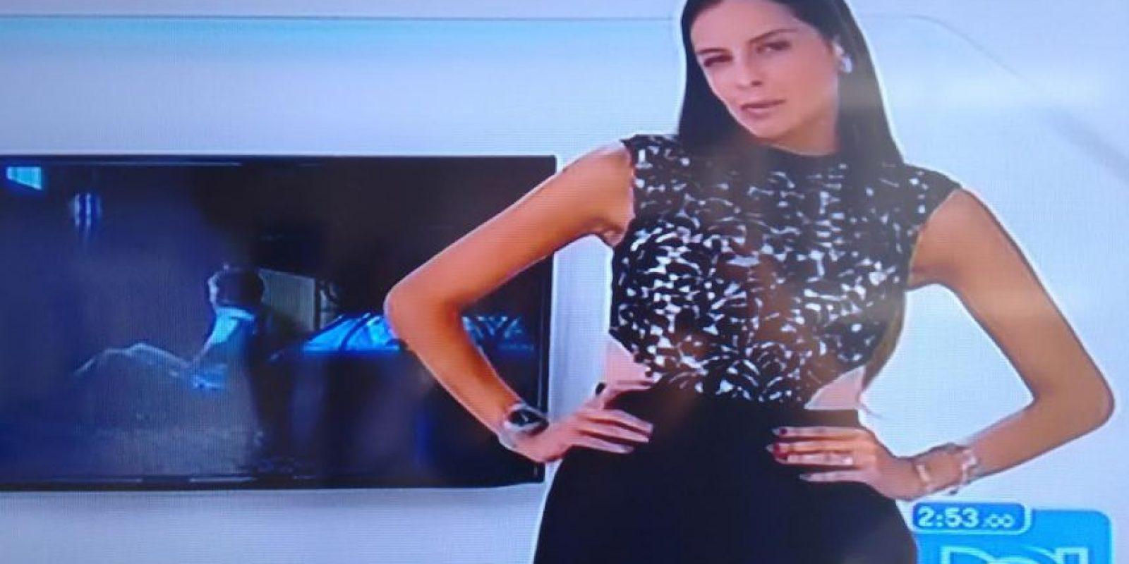 Así se veía Laura Acuña en la edición de las noticias del medio día Foto:Instagram Laura Acuña
