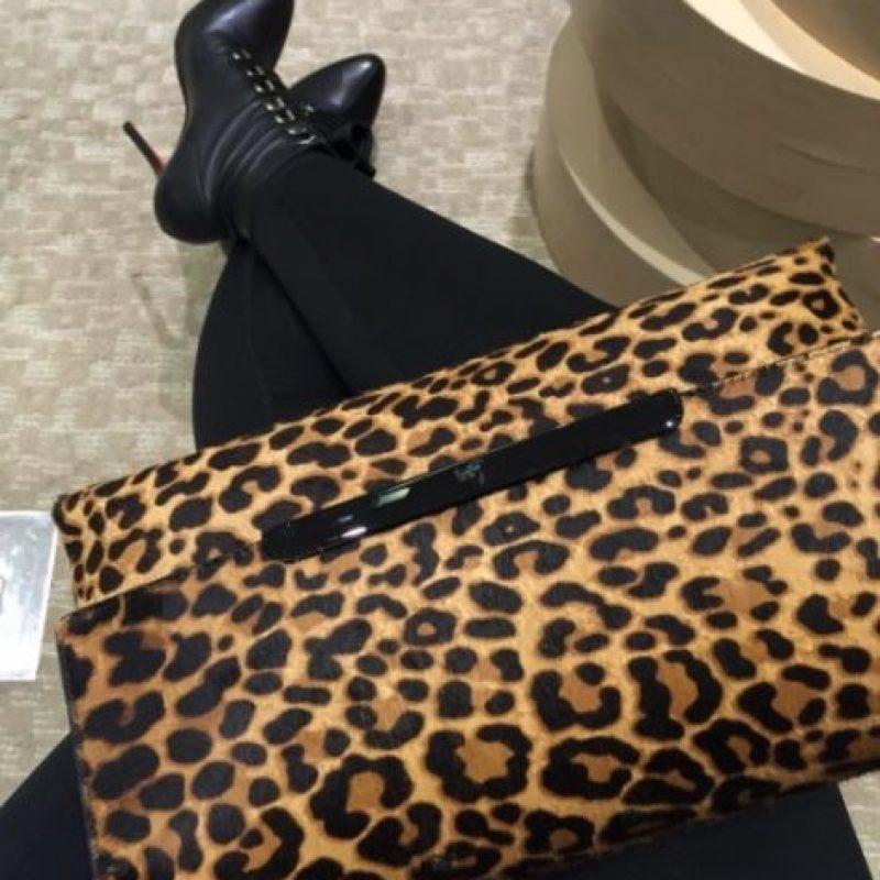 Desde exclusivas marcas mexicanas hasta Chanel, sus bolsos consumen gran parte de sus ganancias. Foto:vía instagram.com/missale_xo
