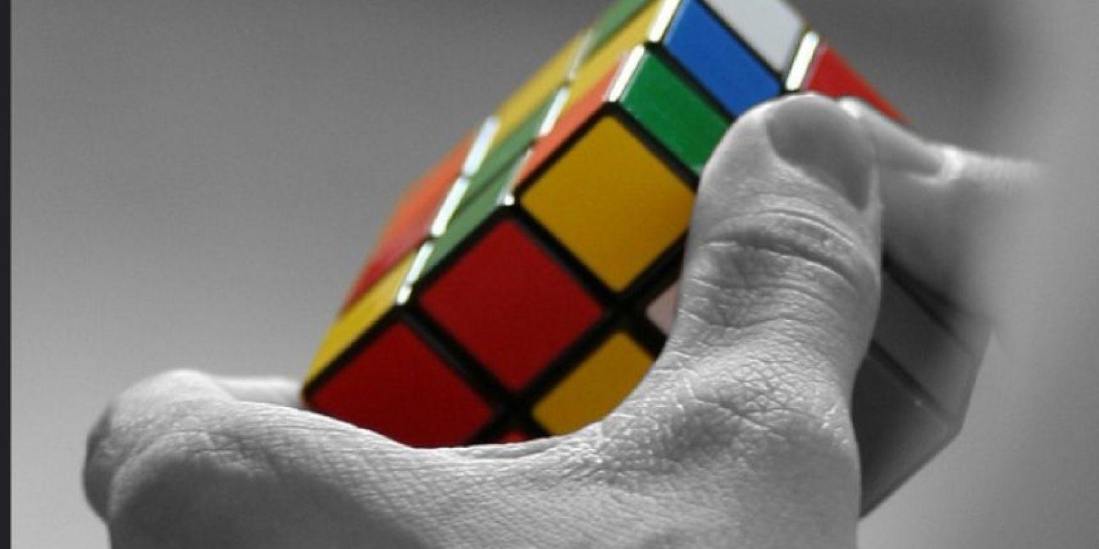 Fue hasta 1982, que el récord mundial resolviendo un cubo estándar se situó en 22,95 segundos. Foto:Vía Flickr