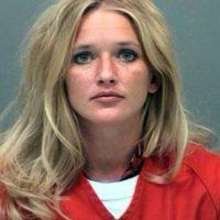 Carrie McCandless, fue acusada de tener contacto sexual con una estudiante de 17 años de edad durante un campamento escolar. Foto:Jefferson County Jail