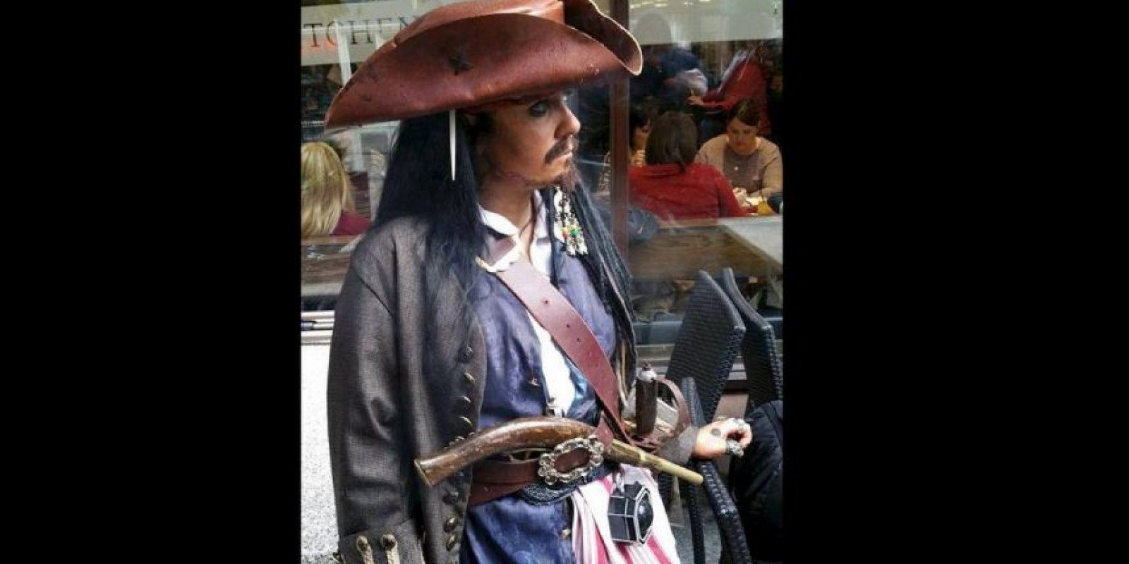 Ella cree que la personalidad del verdadero Sparrow y ella son muy similares. Foto:Vía facebook.com/captainjacksparrowirelandVía facebook.com/captainjacksparrowireland