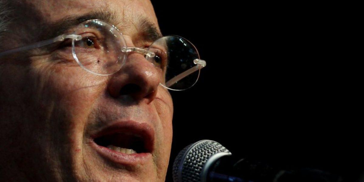 Fotos: Uribe también se pintó los labios contra la violencia de género