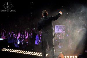 """Tras sus """"accidentedas"""" presentaciones en la Ciudad de México, Luis Miguel retomó sus actividades en el estado Orfeo Superdomo de Córdoba, Argentina. Foto:Facebook/LuisMiguel"""