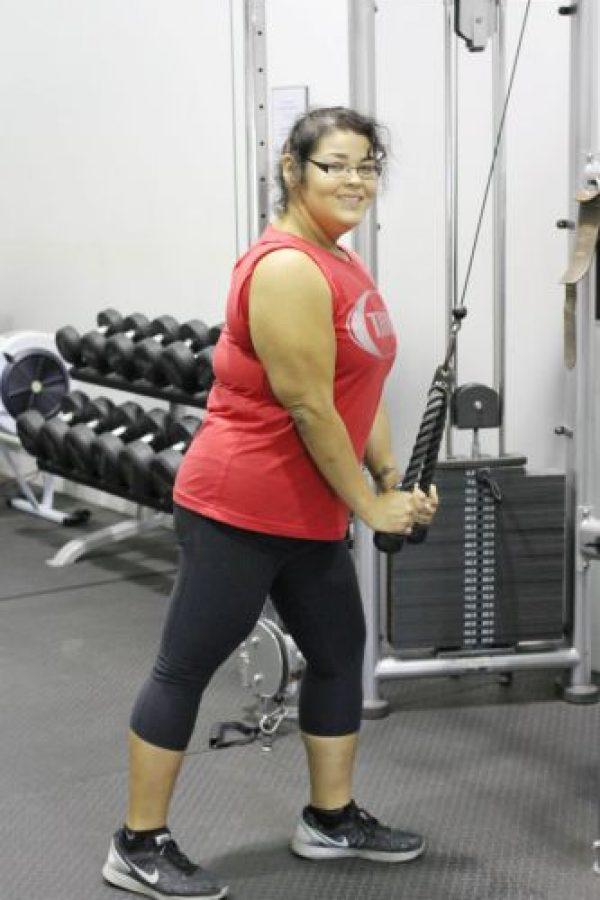 Christa Sierra, de Austin, Texas, tenía 88 kilogramos de más (196 libras). Por supuesto, se alimentaba de pura comida chatarra. Hasta que fue al gimnasio y comenzó a cambiar. Foto:vía Barcroft Media