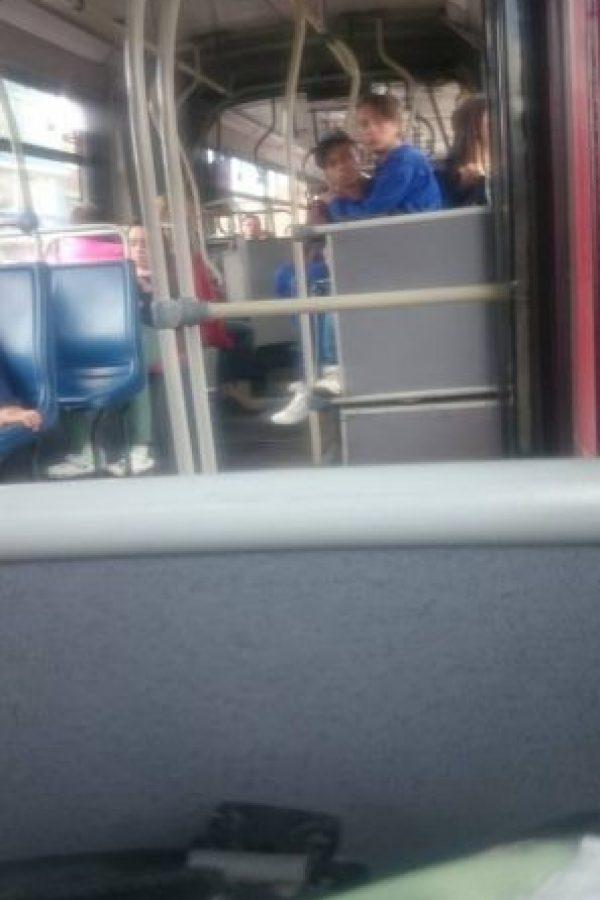 """""""Sentémonos encima de la señora"""" Foto:Transmileniada Fotográficas Facebook"""