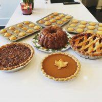 """""""Cocinar es la mejor terapia"""", escribió Khloé junto a una de las fotos. Foto:Instagram/khloekardashian"""