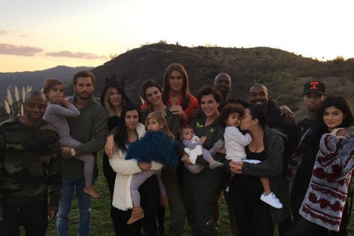 Los integrantes de la familia Kardashian Jenner se reunieron para festejar el día de Acción de Gracias. Foto:Instagram/kyliejenner