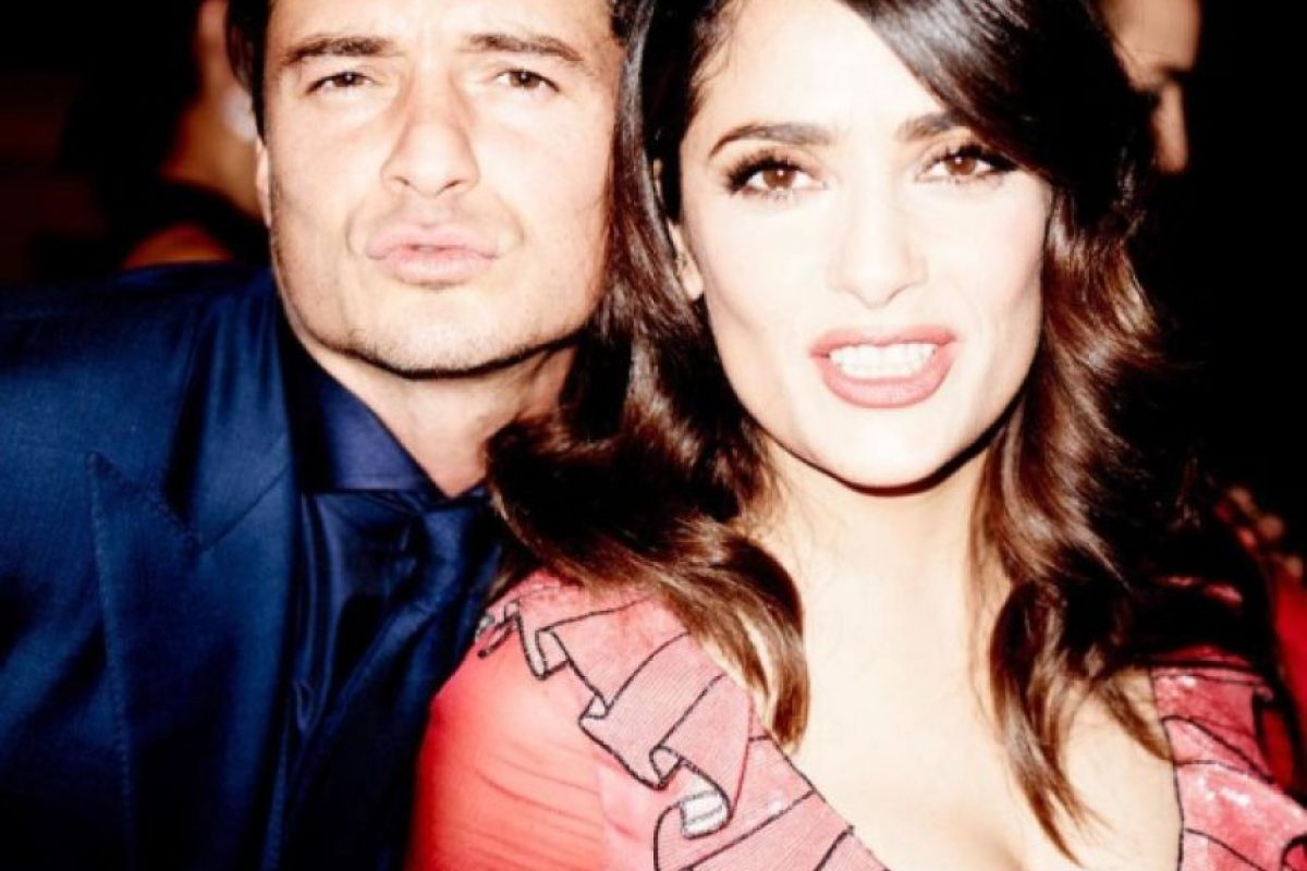 A pesar del momento incómodo, los dos siguieron festejando y posando para las cámaras. Foto:vía instagram.com/salmahayek