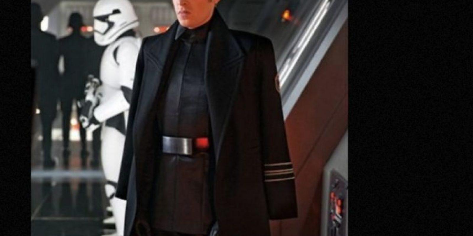 """""""General Hux"""" interpretado por Domhnall Gleeson, es el líder de """"The First Order"""" Foto:vía Entertainment Weekly"""