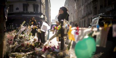 Continúan los tributos a las víctimas de los atentados terroristas de París. Foto:AFP
