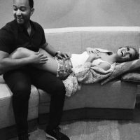 El mes pasado, la pareja anunció su primer embarazo. Foto:vía instagram.com/johnlegend