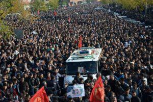 También ondeaban banderas de Kurdistán en su favor Foto:AFP