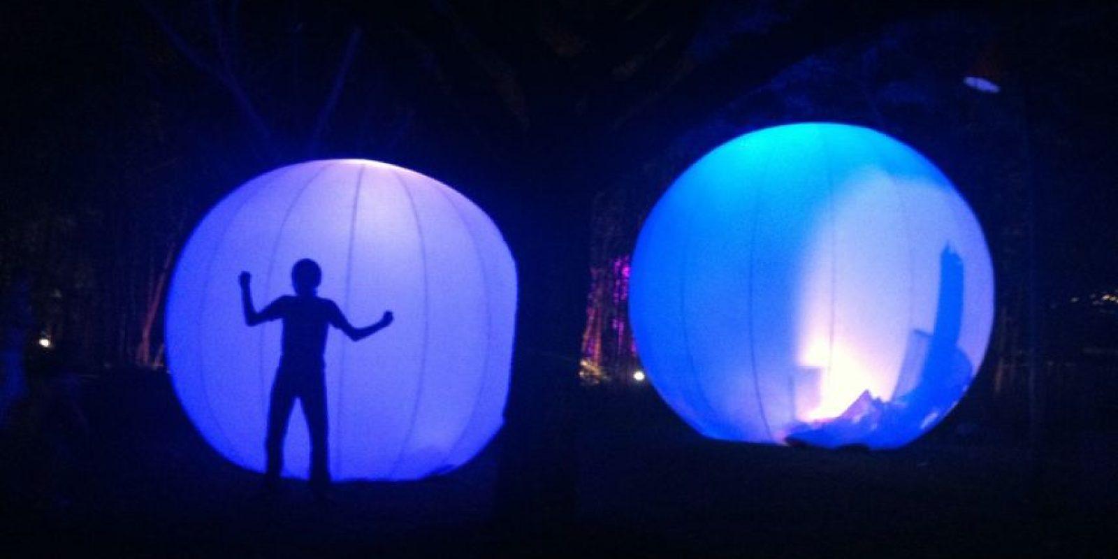 Esferas que reflejan la historia de la ciudad. Foto:Publimetro