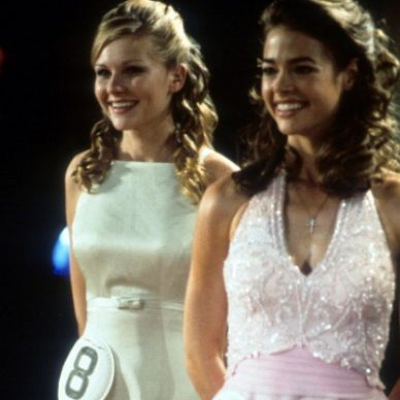 "Kirsten apareció junto a Denise Richards en ""Muérete Bonita"". Foto: vía Getty Images"