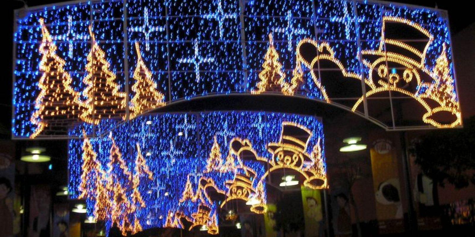 En el 1900, ocho años después de que General Electric comprara los derechos de la patente para las bombillas de Edison, apareció el primer anuncio conocido de luces para el árbol de Navidad en la revista Scientific American. Foto:Wikicommons