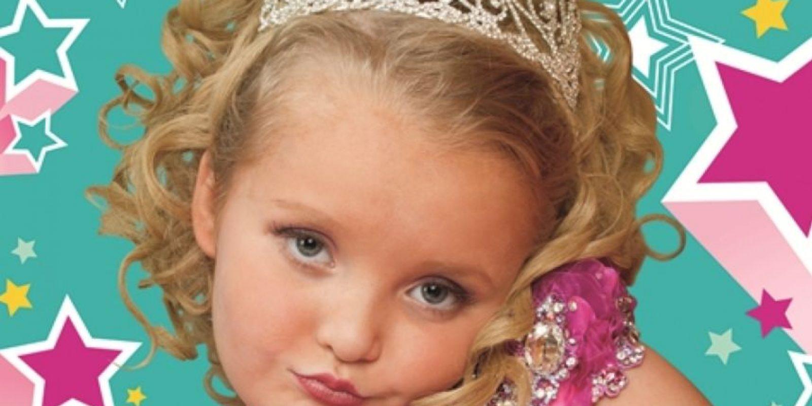 """Mini reinas de belleza y """"white trash"""". """"Honey Boo Boo"""", vivaracha aspirante a reina de belleza, era el alma del reality de su familia. Foto:vía TLC"""