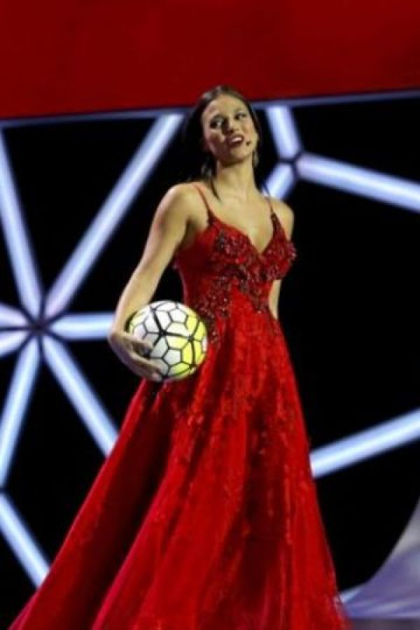 También presentó un vestido rojo Foto:La Liga