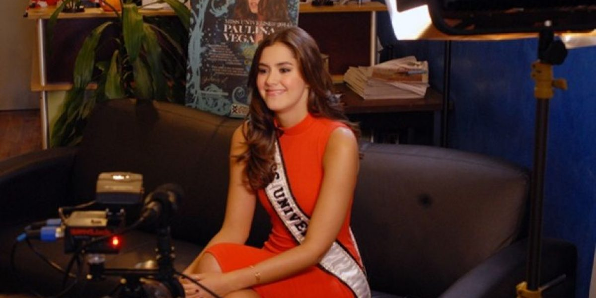Miss Universo, Paulina Vega, se realiza la prueba del VIH ante cámaras