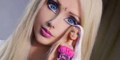 """La """"Barbie Humana"""" es ucraniana, fue la primera de su tipo en operarse y ser polémica por su aspecto. Aunque ella dice que no tiene cirugía alguna. Foto:vía Facebook/Valeria Lyukanova"""