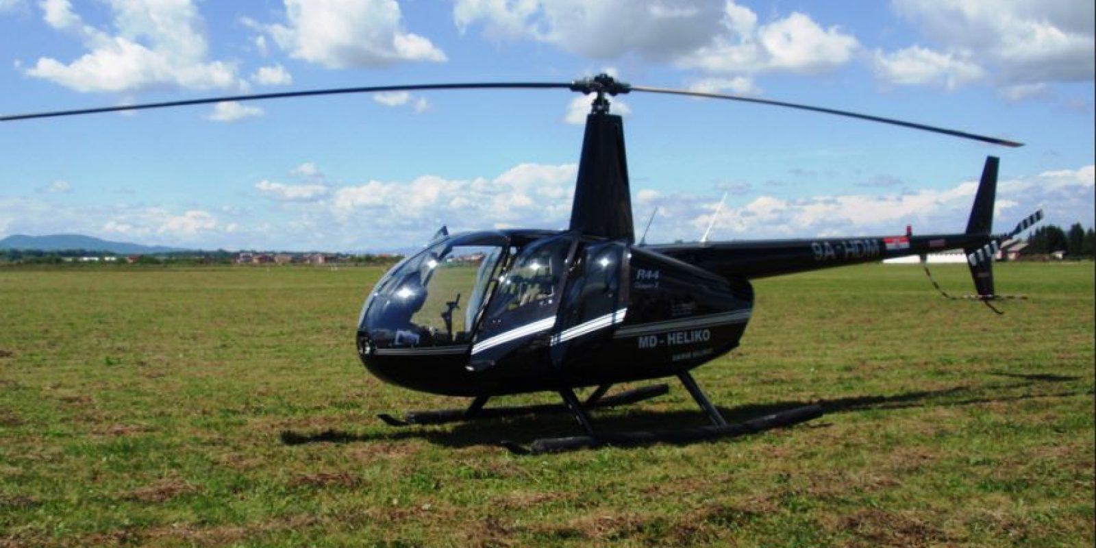 El helicoptero es un Robinson 44. Foto:Wikipedia Commons