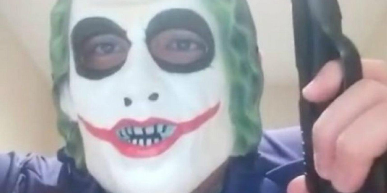 """Un joven de 24 años disfrazado de """"The Joker"""", amenazó con matar a un musulmán. Foto:Vía Twitter"""