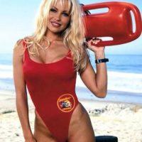"""Es conocida por interpretar a la salvavidas """"C.J. Parker"""" en la serie de televisión """"Baywatch"""" Foto:vía instagram.com/pamelaanderson"""