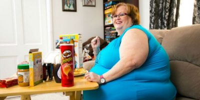 Solo come frente a los hombres que pagan por verla hacerlo. Pesa 190 kilos (420 libras) Foto:vía Barcroft Media