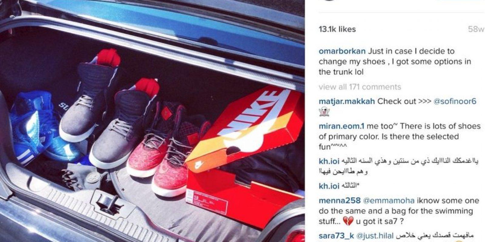 Por ejemplo, guarda estos pares de zapatos en su auto por si en algún momento quiere cambiarlos… Foto:Vía Instagram/@omarborkan