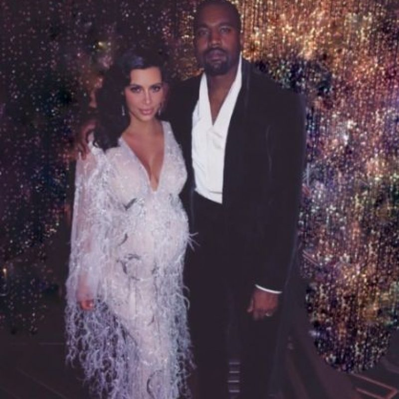 Y ahora Kim Kardashian y Kanye West recibieron a su segundo hijo. Foto:vía instagram.com/kimkardashian