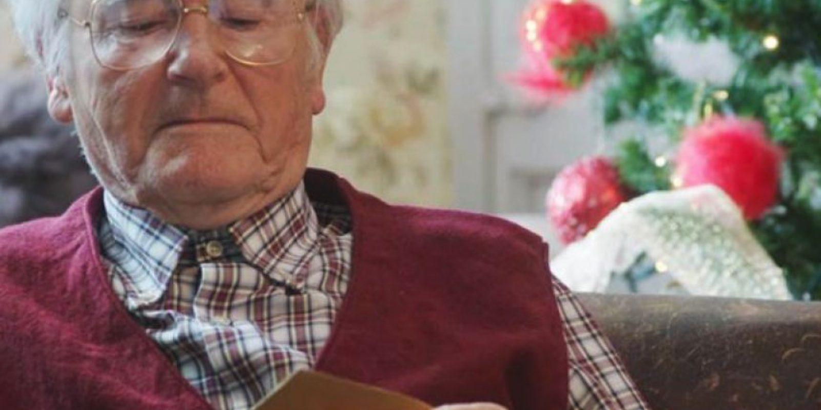 ¿Le regalarían porno a su abuelo? Pornhub, sitio de pornografía, sugiere que su contenido sería un buen obsequio para Navidad. Foto:Pornhub