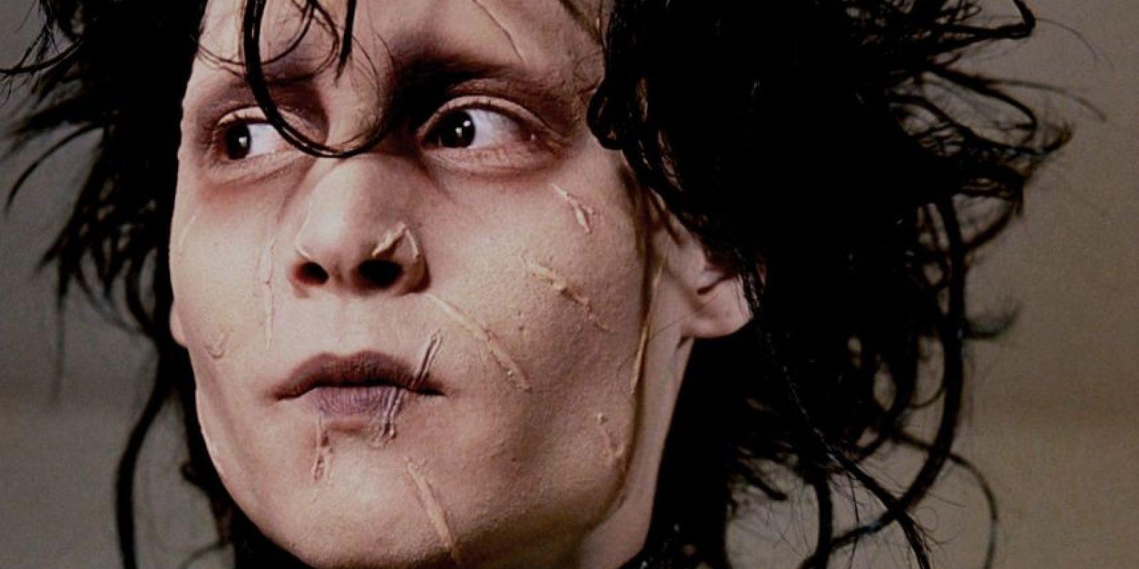 21. En la escena donde Edward corre de vuelta a la mansión, Depp se derrumbó de agotamiento por calor debido a las altas temperaturas y su traje de cuero. Foto:20th Century Fox