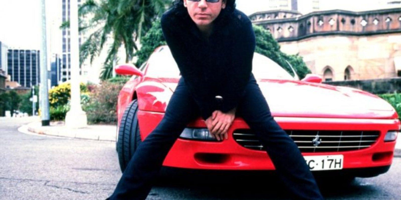 El sensual y escandaloso vocalista de INXS murió en 1997 en un hotel de Sidney. La versión oficial dice que se suicidó. Foto:Wikicommons