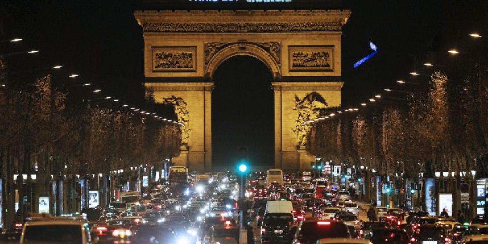 """""""Al principio creíamos que era una farsa y que estaban tirando petardos. Después entendimos que no"""", declaró el periodista Laurent Léger al medio France Info. Foto:AFP"""